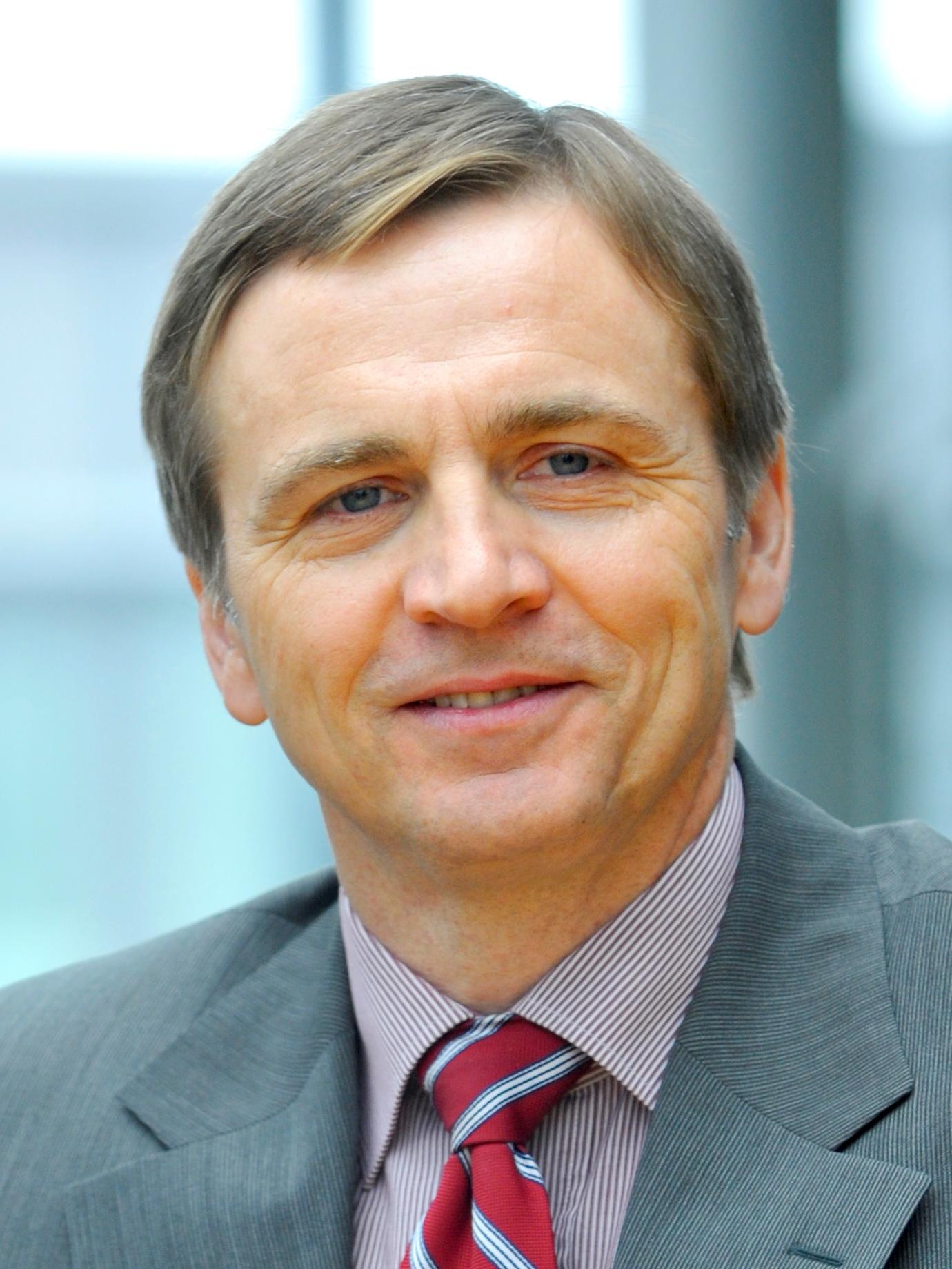 DR. ARNULF WULFF