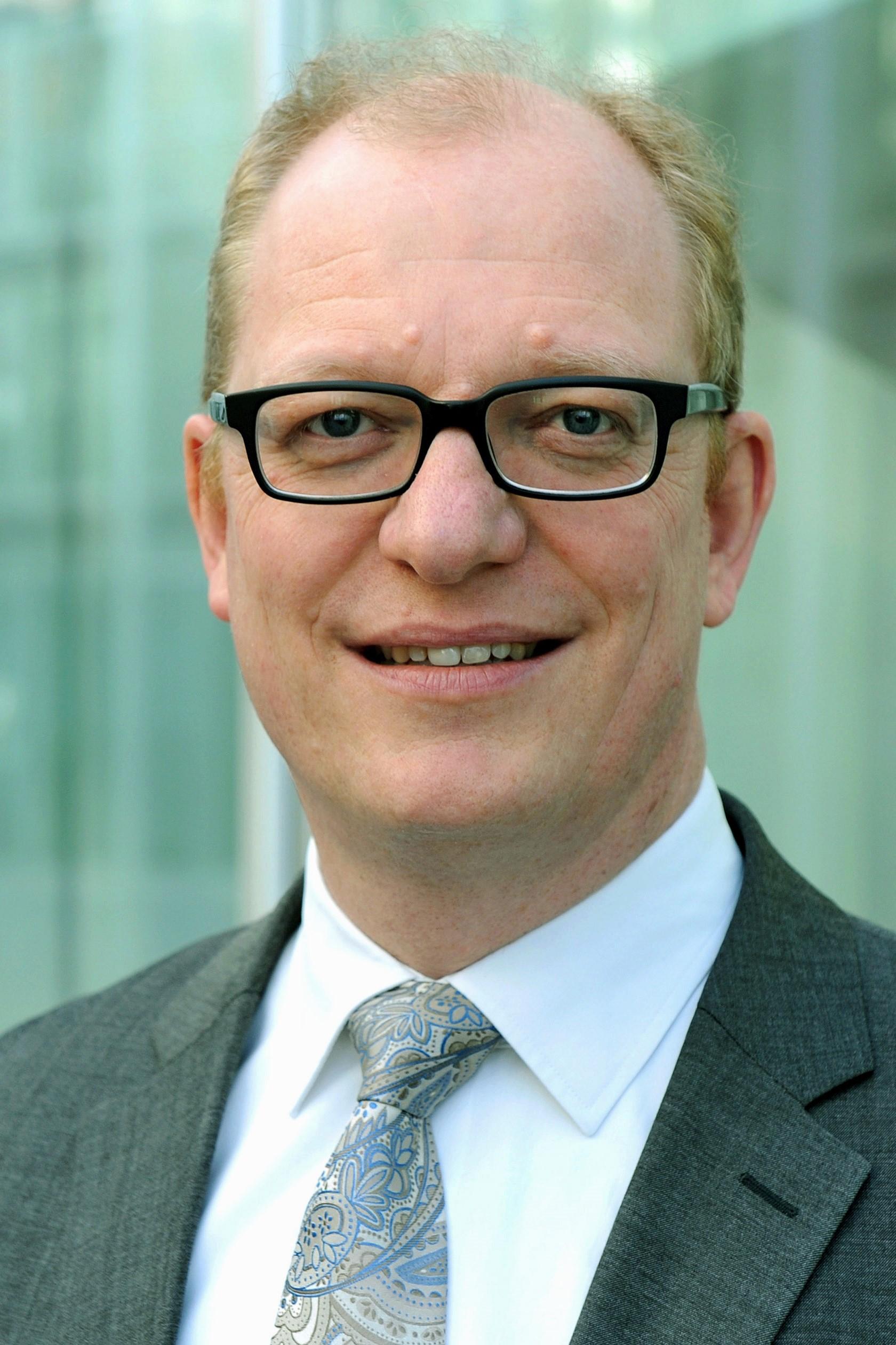 DR. ALEXANDER MONTEBAUR